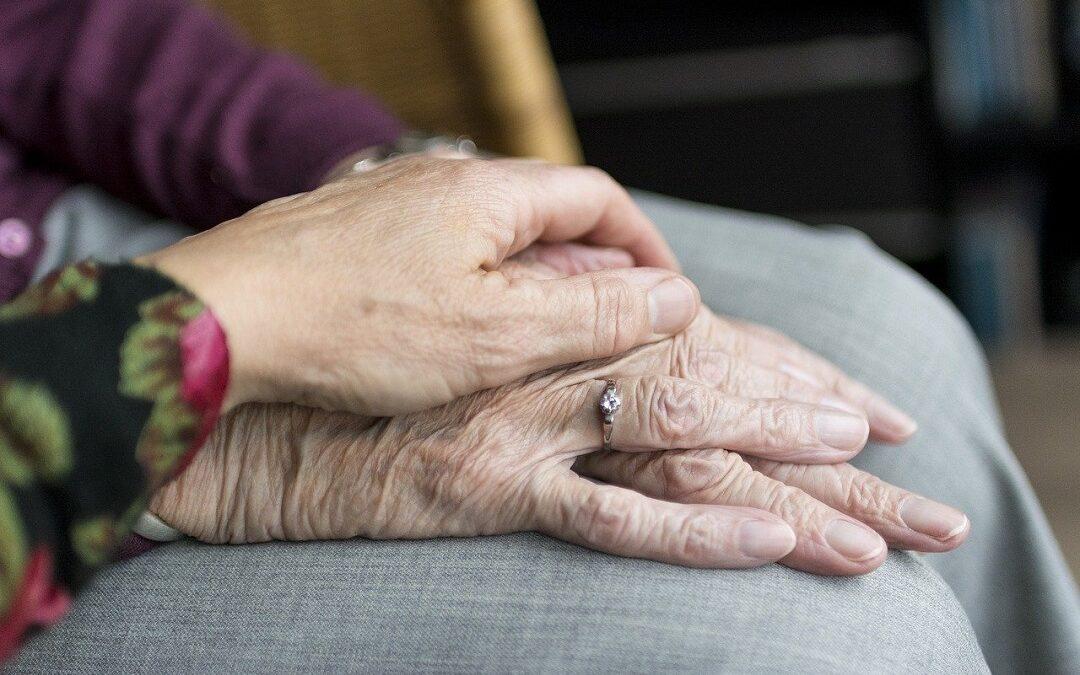 4 conseils aux seniors pour rester connectés pendant l'épidémie de coronavirus
