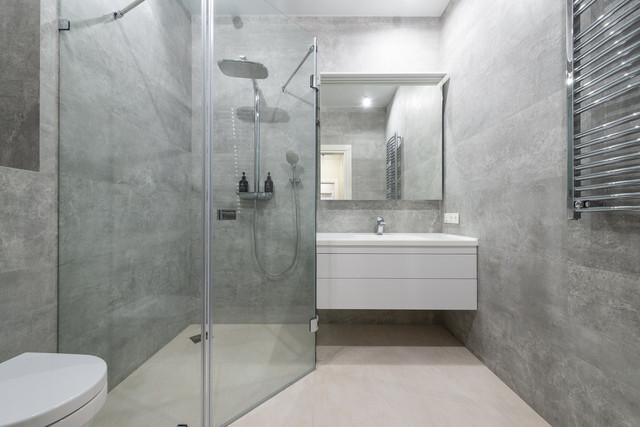 Une rénovation moderne avec la douche à l'italienne